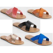 b7dcddc06 GAP Women s Crossover Strap Flat Sandals MSRP  34.99