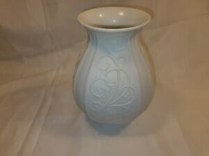 Vintage Kaiser Germany White Vase Beautiful Pattern In Excellent Condition