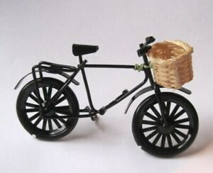 Fahrrad mit Korb schwarz Metall Puppenhaus Dekoration Sport Miniaturen 1:12