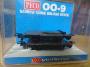 Mint sealed Peco 00-9 pair of 4 wheel bolster wagons
