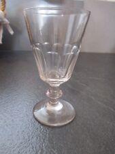 ancien verre à vin forte ressemblance Caton baccarat Saint Louis en verre