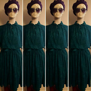 Vintage 1970's Short Sleeved/Belted Green Day Dress. Size M
