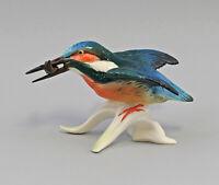 9959474 Porzellan Figur Eisvogel fliegend mit Fisch bisquit Vogel Ens 9x15cm