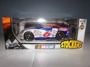 1/24 MARK MARTIN #6 OSCAR MAYER STOCKERZ 2004 HOT WHEELS NASCAR DIECAST