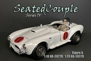 SEATED COUPLE SERIES IV FIGURE A AMERICAN DIORAMA 38319 1/24 scale Figurine