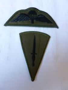 PARACHUTE QUALIFICATION WINGS AND COMMANDO TRAINED ARM BADGES — BLACK ON OLIVE -