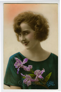1920s French Deco Glamor SMILNG LADY tinted photo postcard
