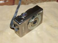 Canon IXUS 300 / PowerShot Digital ELPH S300 2.0 MP Digital Camera - Silver