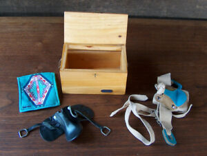 Vintage BREYER HORSE MODEL ACCESSORIES TACK IN WOOD BOX 2 SADDLES & BLANKET