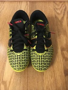 Under Armour boys size 1Y soccer cleats
