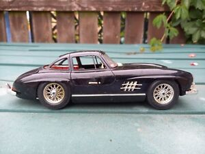 UN BOXED  BURAGO 1/18 SCALE 1954 MERCEDES 300SL DIE CAST MODEL