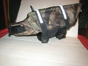 """Dog Life Jacket ; Camo; Reflective Stripes; Sz. M for About 20 # Dog; Top- 11.5"""""""