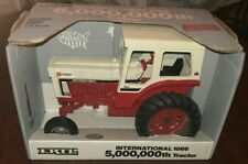 NIB Ertl International 1066 tractor