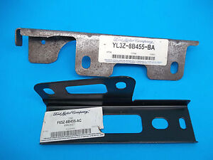 NOS 97-04 Ford/Lincoln Truck Radiator Grille Center/Right Mounting Panel Bracket