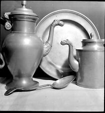 Nature morte vaisselle théières pots  - 12 Anciens négatifs photo an. 1940