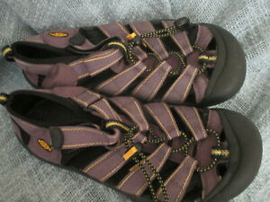 KEEN MENS SPORT/ HKING SANDALS, SIZE 6M