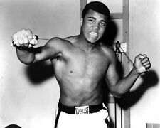 "MUHAMMAD ALI LEGENDARY BOXER ""THE GREATEST"" - 8X10 PUBLICITY PHOTO (ZY-137)"