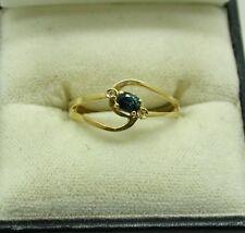 VINTAGE Dainty 18ct GOLD LOVELY Greeny il topazio blu e anello di diamante taglia M. 1/2