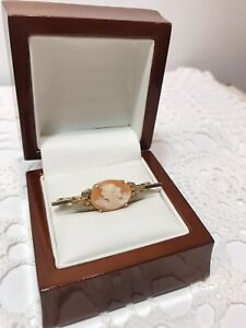 Vintage Australian Signed 10ct Gold Cameo Brooch