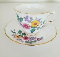 VINTAGE ROYAL VALE TEA CUP AND SAUCER  DAISIES ENGLAND BONE CHINA 1950