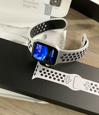 Apple Watch Series 4 Nike+ GPS 40mm Silver Aluminum Case Nike Sport Band