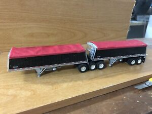 Firstgear DCP  Wilson Sloped Ends A Set Of B Train Custom Built Grain Hoppers