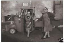 Carte postale: little italy: Deux Vieilles Dames et VESPACAR PIAGGIO APE, Italie