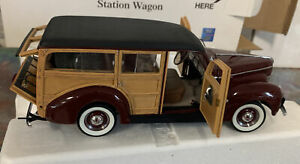Danbury Mint 1940 FORD DELUXE (WOODY) STATION WAGON Limited Edition Model in box