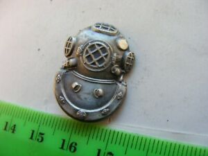 U.S. Navy Metal  Diver Insignia,(clutch fasteners not included).