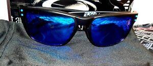 Oakley holbrook Polarised, Matt Black Blue Sunglasses.