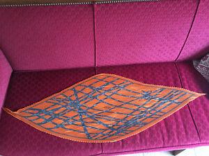 Foulard Hermès intitulé Bolduc / orange / plissé taille 90