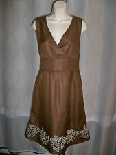 IZOD BROWN V-NECK RUNWAY CHIC MUST HAVE EMBROIDERY BOTTOM DRESS 12 NWT CLASSIC