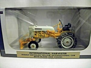 SpecCast International Harvester Cub Tractor with Blade & Chains - 1:16