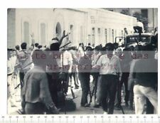 ORIGINAL PRESSEFOTO: 1961 FIGHTING in BIZERTA TUNISIANS & FRENCH BARBED WIRE