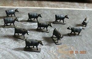 10 - HO scale Plastic Farm Animals - Cows  -  lot 8