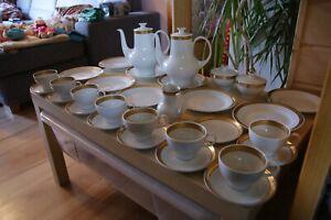 Kahla 31 teiliges Kaffeeservice / Kaffeegedeck DDR für 8 Personen Goldrand