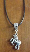 collier ciré noir 47 cm avec pendentif licorne 18x20 mm