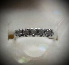 Fedina in oro e diamanti. Gold and diamonds ring.
