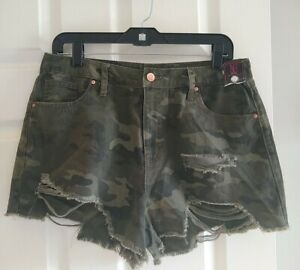 Woman's Camo High Rise Mom Fit Distressed Shorts Size 13