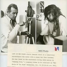 DAVID JANSSEN BEN BOTTOMS IN MAKEUP RUNNING FREE ORIGINAL 1976 NBC TV PHOTO