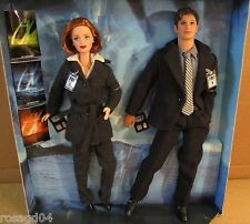 The X-Files Gift Set Barbie Agent Dana Scully Ken Doll Fox Mulder Fight Future