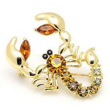 Goldene Brosche Skorpion mit bernsteinfarbenem Kristall. Sternzeichen