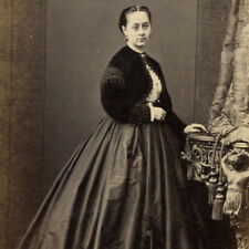 1860s FASHIONABLE WOMAN HUGE CRINOLINE CDV PHOTO CARTE DE VISITE HUDDERSFIELD