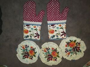 Pioneer woman Willow Oven Mitts And Pot Holders
