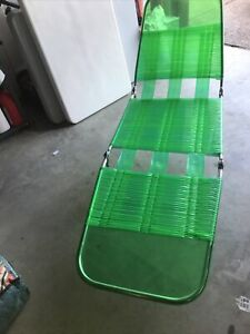 ViNtage LIME GREEN Tri Folding Lawn Chaise Lounge Chair Deck Vinyl Tube Plastic