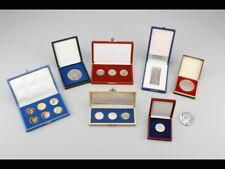Stasi. Lot von acht Medaillen, Medaillensätzen und Plaketten