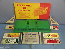 DINKY TOYS MODEL No.765       ROAD HOARDING & 6 POSTERS   VN MIB