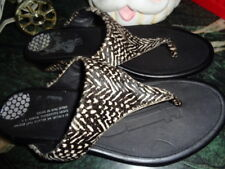 FITFLOPS T STRAP 10.5 THONG SANDALS BLACK/WHITE PRISTINE CONDITION