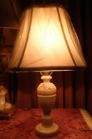 VTG NEOCLASSICAL HAND CARVED ALABASTER MARBLE URN MOTIF TABLE LAMP