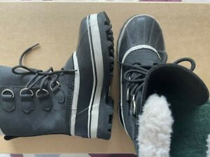 Sorel Waterproof Caribou Boots in excellent condition . Fully lined